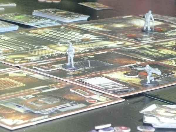 Ein Blick auf das Spielfeld mit einigen Investigators