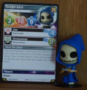 """Hier Oscar Kass samt seiner Karte...die """"sprechenden"""" Namen der Charaktere zieht sich durchs gesamte Universum"""