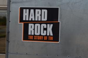 The Story of Tin? Kenn ic gar nicht. die Band...was sucht die im Hard Rock Museum?