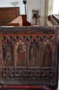 Eins der vielen Holzbilder in der Kirche