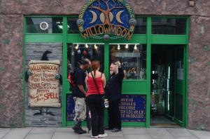 Willowmoon - Wenn man in der Nähe ist, unbedingt besuchen, alles für den Esoterikfan!
