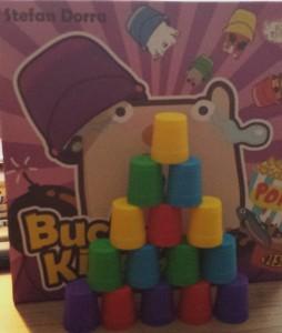 Eine noch unbeschädigte Pyramide bei Bucket King 3D