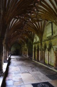 Der Kreuzgang der Kathedrale von Canterbury oder eher doch...