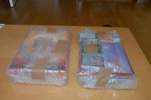 Im Karton sind zwei in Knisterfolie eingeschlagene Pakete. In beiden soll Numenera sein