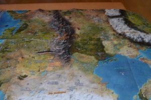 Eine ziemlich große und zeichnerisch tolle Karte liegt natürlich auch bei ...