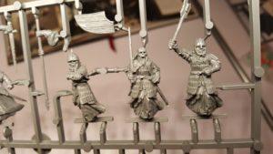 Abb. 4: Mit oder ohne Schild? Wie in vielen Kriegersets haben auch die Krieger der Toten unterschiedliche Bewaffnungsoptionen (Die Schlacht auf den Pelennor-Feldern)